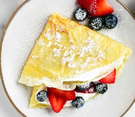 Crêpes à la crème et fruits rouges