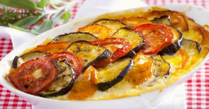 Gratin aux aubergines et aux tomates au fromage