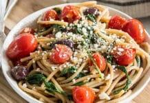 Spaghettis aux tomates cerises et feta