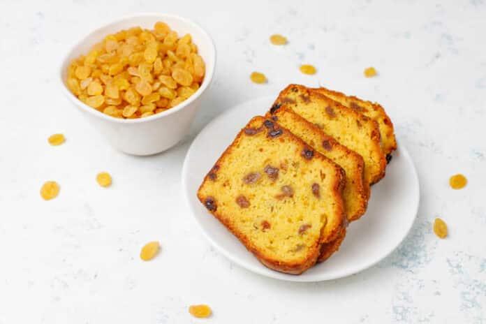 Cake aux amandes et raisins secs
