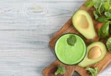 smoothie-detox-d-avocat-et-de-brocolis